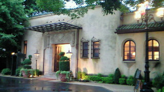 小笠原伯爵邸を活用したレストラン