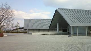 佐川美術館は平山画伯の追悼展