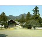 當麻寺から望む二上山